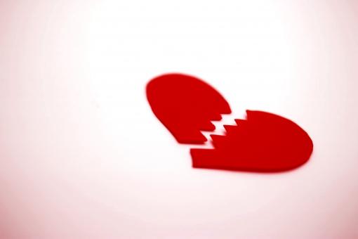 中小企業で社内恋愛をすると、なんだかんだで片方は必ず退職するというジンクス